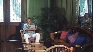 Tre signore a cosce larghe Simona Valli Julia Chanel
