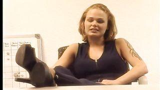 "Rebecca Amata ""Die Versaute Chefin"" - ""La Directrice est une nympho"" (1999)"