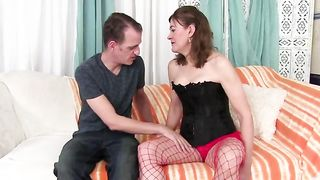 Amateur mature gets fucked