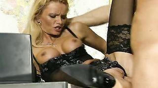 Nicoletta Blue - Sex im Dienst
