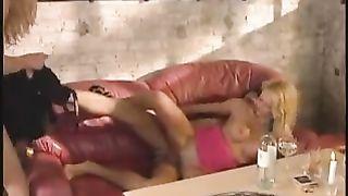 Nicoletta Blue Threesome xxx scene - Verdammt Versaute Kneipenrunde (1999)