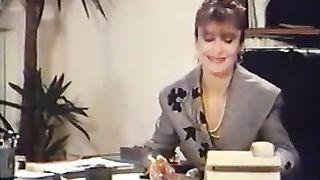 Directrice est une salope (1988)