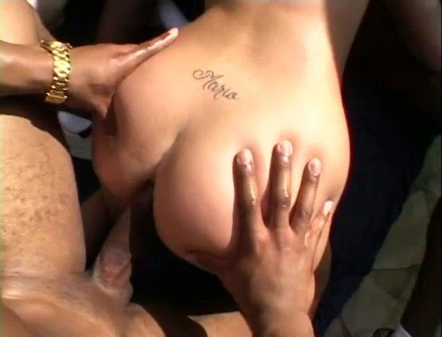 2 Mädchen Interracial Gangbang